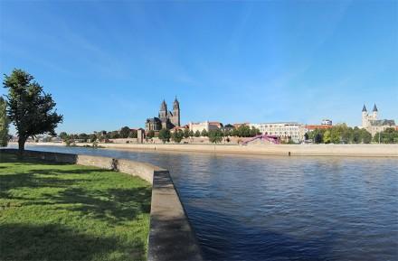 Die Elbe und der Dom in Magdeburg.